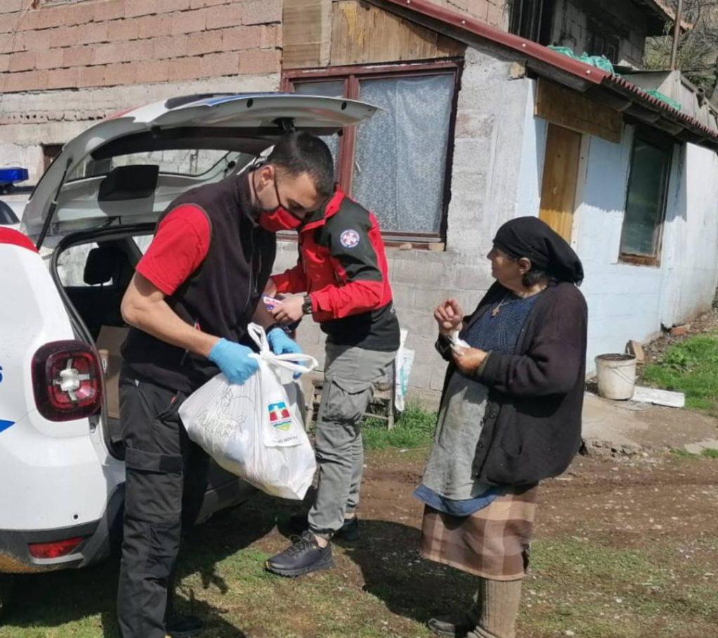 Spasioci Gorske službe spasavanja Srbije dostavljali pakete pomoći u manastir, kao i udaljena sela u opštinama Brus i Novi Pazar